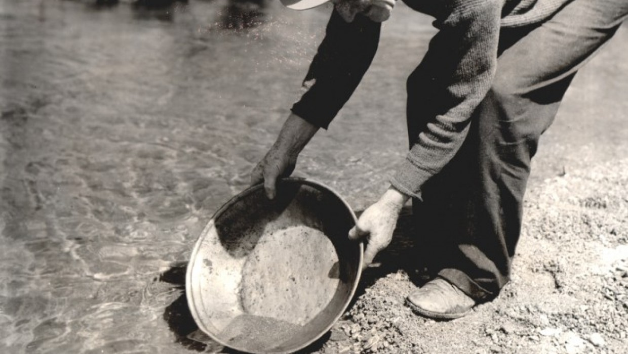 Panning for Gold on the Arrow River