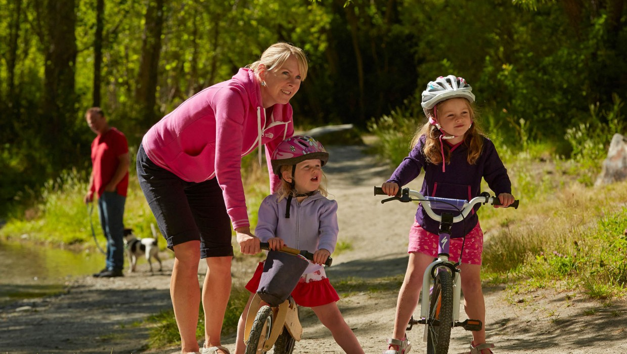 Young family enjoying Arrowtown trails