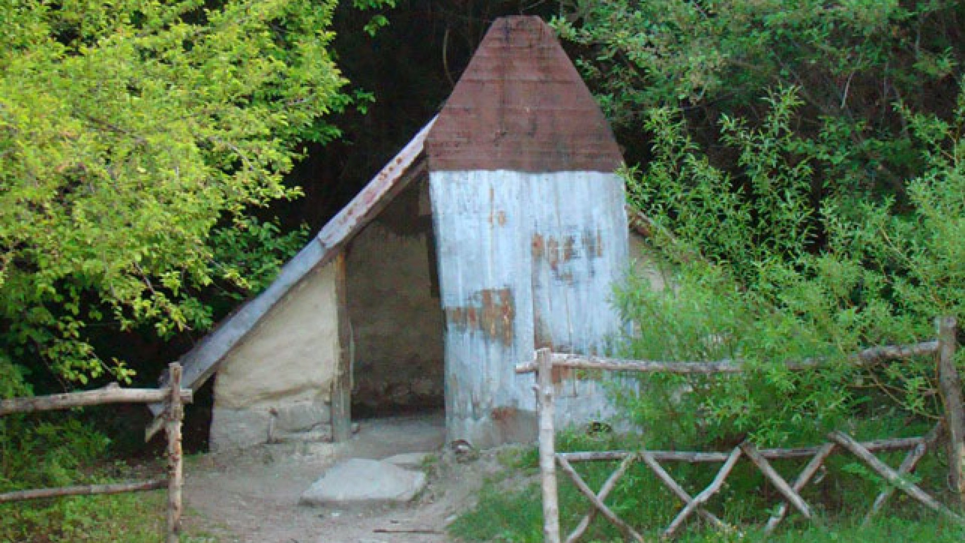 Arrowtown Chinese Village - miner's hut